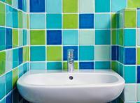 La lave dans la salle de bains