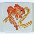 Carreau décoré motif poisson rouge peint à la main - Salernes